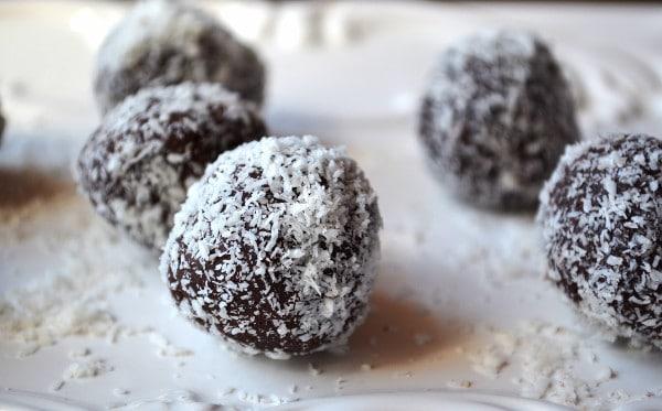 Dark chocolate avocado truffles www.insidetherustickitchen.com