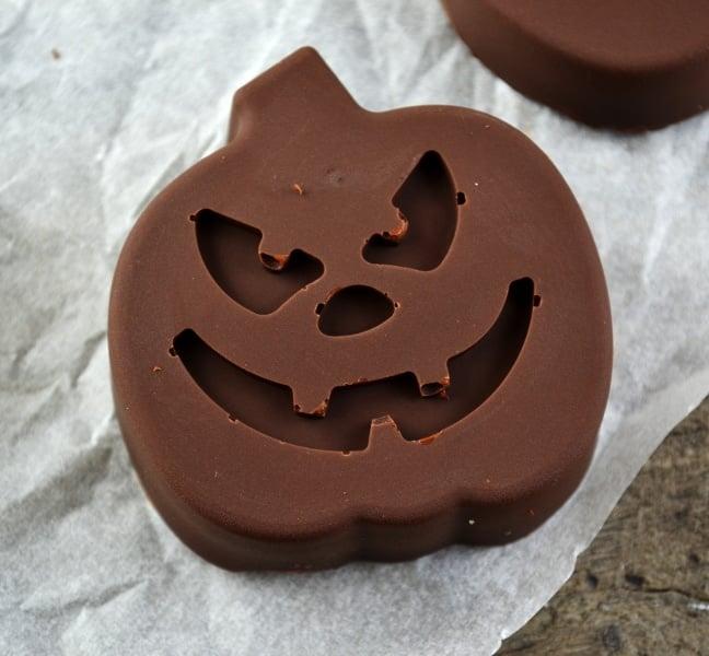 chocolate-peanut-butter-pumpkins-3-www-insidetherustickitchen-com