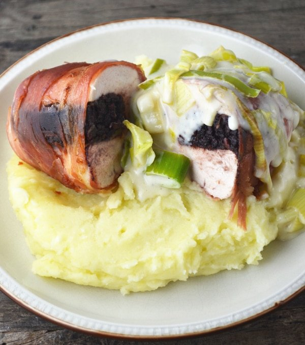 black pudding stuffed chicken with cheesy leeks www.insidetherustickitchen.com
