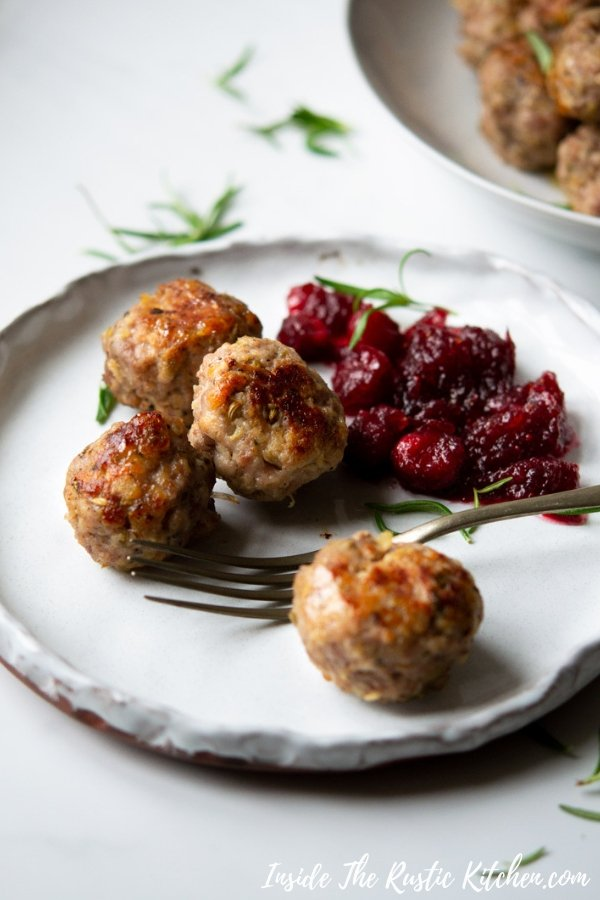 Sausage Stuffing Balls. These easy sausage stuffing balls are extra juicy and delicious made with high quality sausage meat, herbs, garlic, apple and breadcrumbs. Serve them with a festive roast or as party food nibbles. | Christmas Stuffing | #Insidetherustickitchen #stuffing