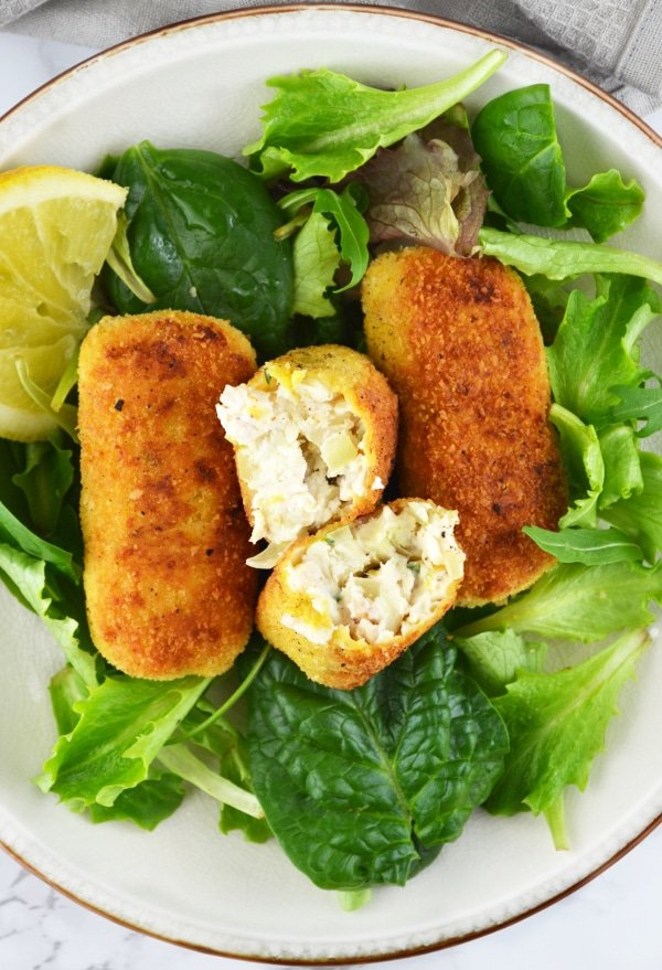 These delicious Chicken Croquettes are made with ricotta cheese, lemon and thyme www.insidetherustickitchen.com