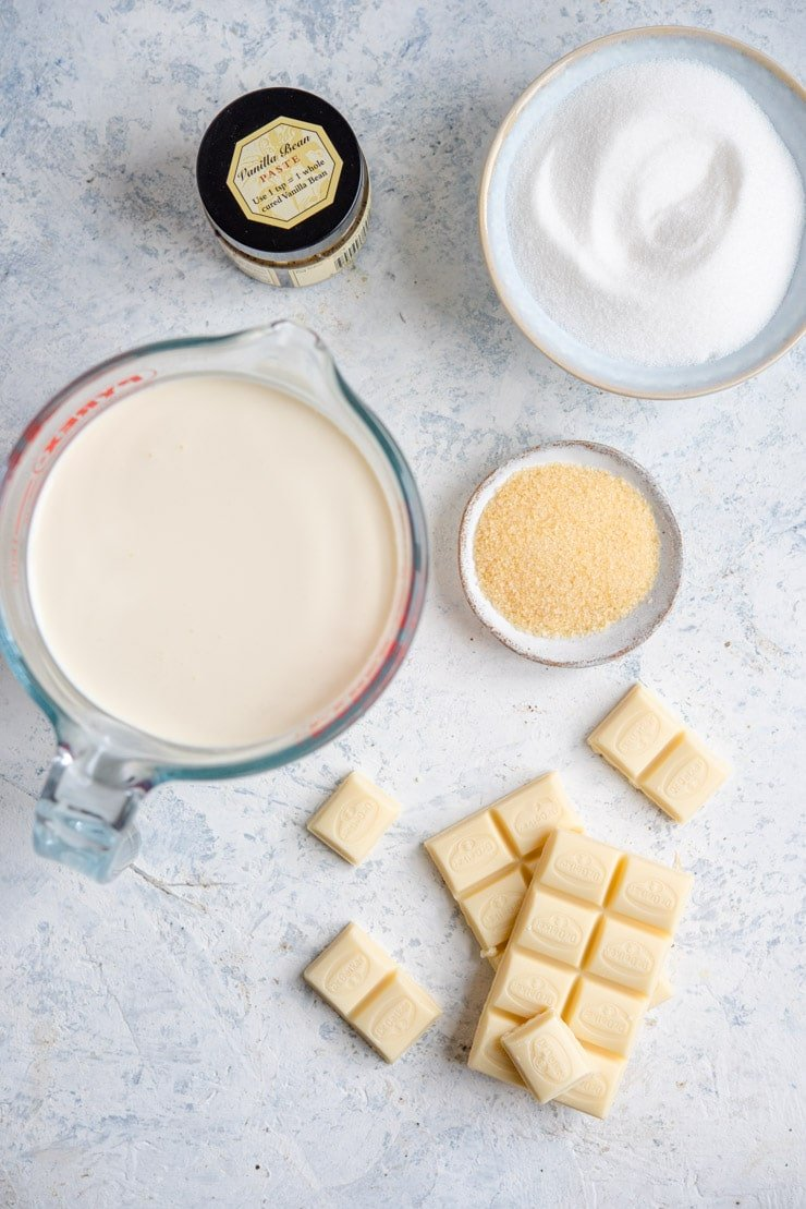 All the ingredients for making white chocolate panna cotta