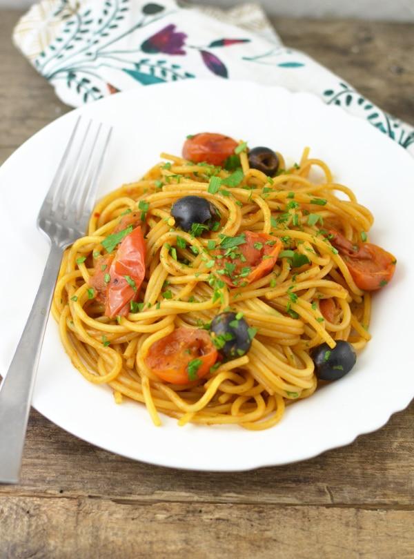 Spaghetti alla puttanesca insidetherustickitchen.com