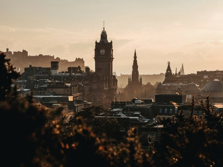 A photo of Edinburgh city at dawn
