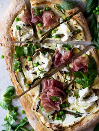 Spring pizza with zucchini and prosciutto