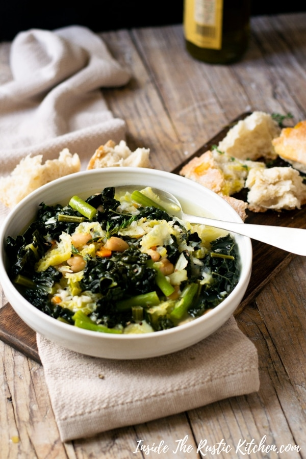 Tuscan Minestrone Soup. A hearty and comforting bowl of soup made with green vegetables and rice. This minestrone is so easy, delicious and perfect for a rainy day. | Italian Minestrone Soup | Authentic Italian Recipes | Italian Soup | #Insidetherustickitchen #minestrone #soup #Italianfood